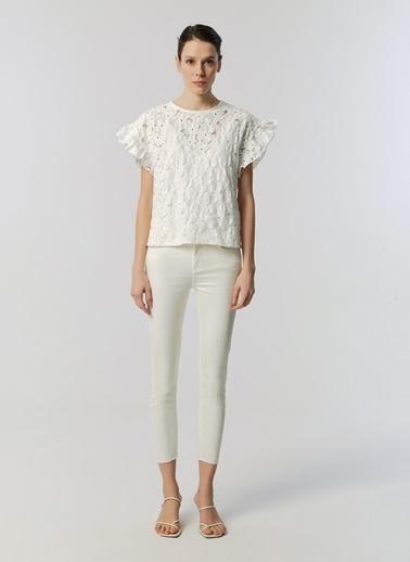 Monamoda Çiçek Güpürlü Kısa Kol Bluz Beyaz